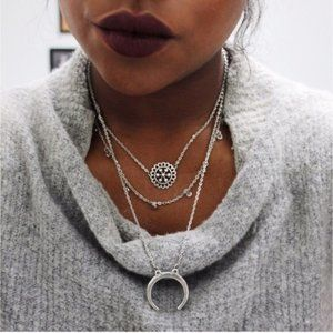 FLASH SALE! 🎀 Silver moon delicate necklace